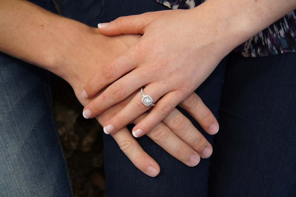 How To Find The Perfect Engagement Ring For Non-Traditional Women